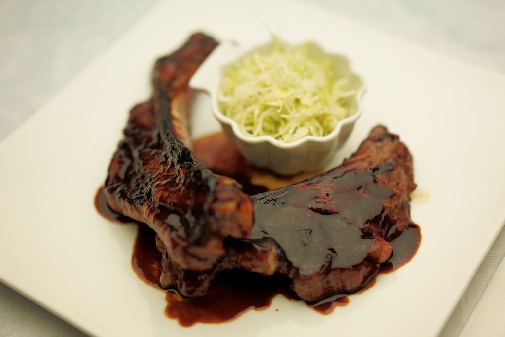 下呂温泉のレストラン SAKURAイチ押しのスペアリブ 和豚もちぶた