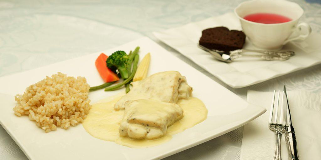 下呂温泉のレストラン 日替わりランチ お魚料理 白ワインのクリームソース