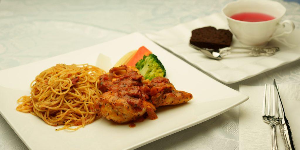 下呂温泉のレストラン 日替わりランチ お肉料理 鶏肉のチキントマトソース