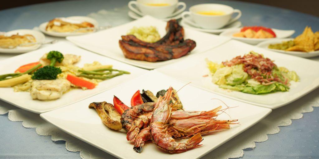 下呂温泉のレストラン エビのグリル付きコース