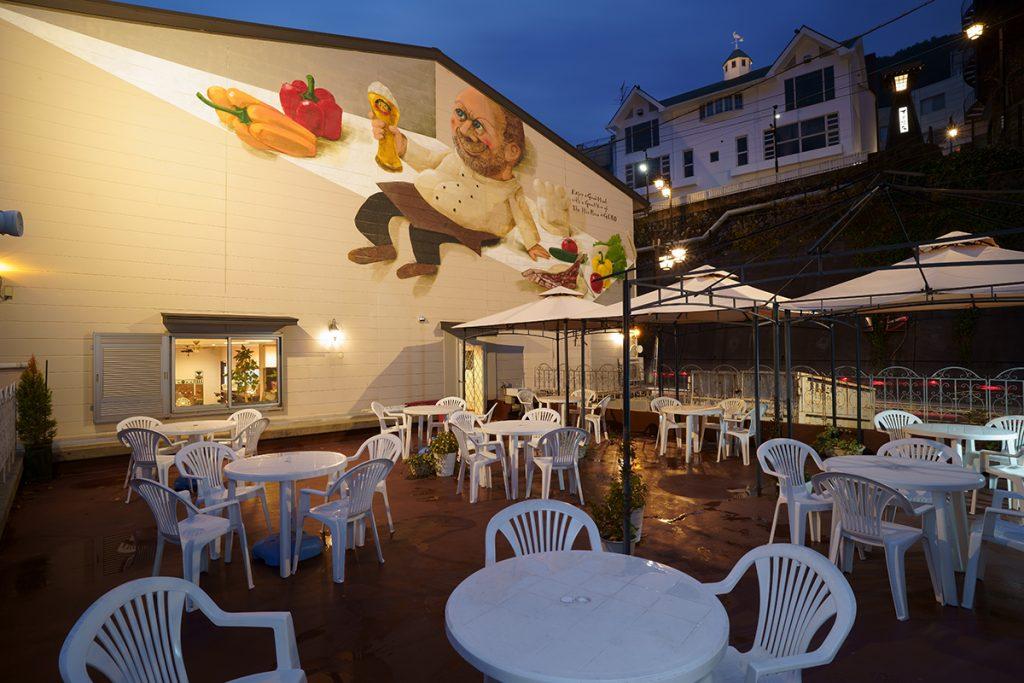 下呂温泉のレストラン 外観  テラス40席 エルウィンの壁画